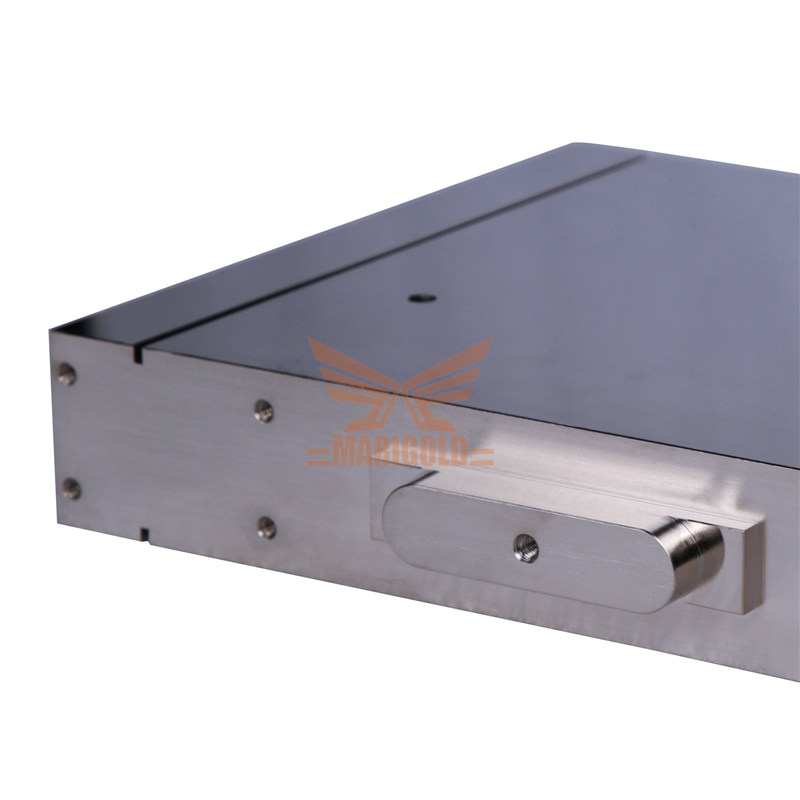 Vacuum brazed water cooling plate-